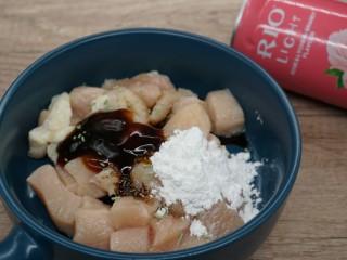 老北京雞肉卷,放入鹽,雞精,玉米淀粉,蠔油