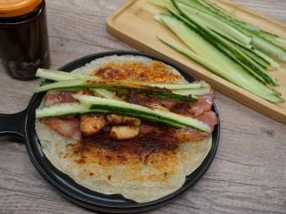 老北京雞肉卷,刷上辣椒醬