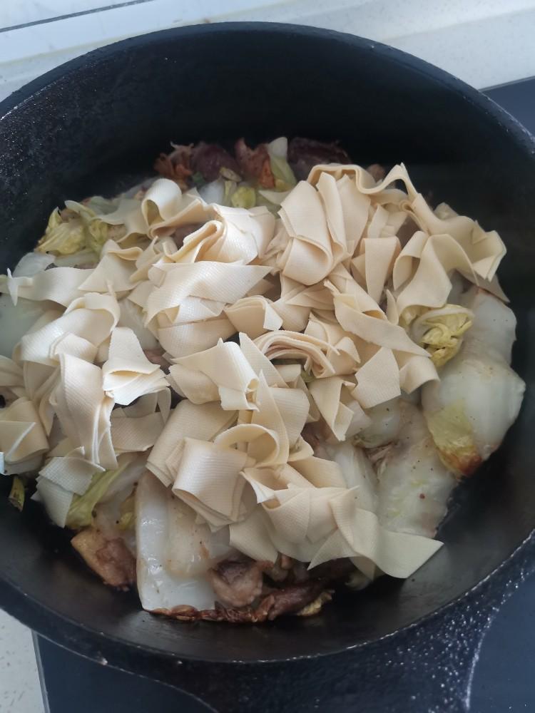 白菜炒木耳,加入干豆腐