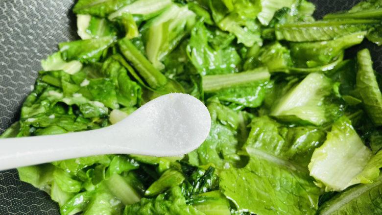 蒜蓉油麦菜,根据个人口味加入适量盐