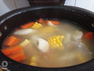 山藥豬骨湯,美味的山藥豬骨湯就完成了。加了玉米紅蘿卜特別清甜。
