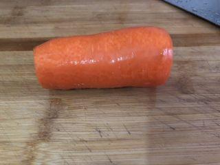 山藥豬骨湯,紅蘿卜去皮
