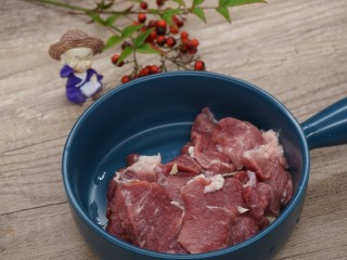水煮千張,瘦肉切塊
