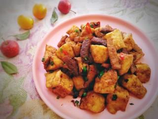 油豆腐燒肉,一口下去,鮮香的汁水滿口腔流淌。