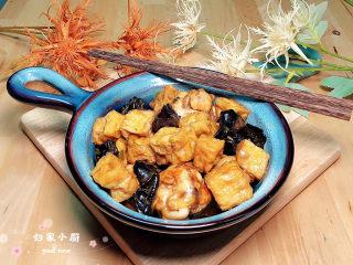 油豆腐燒肉,一盤色香味俱全的油豆腐燒肉就上桌了!