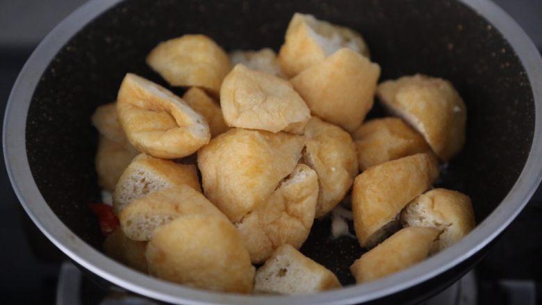 红烧油豆腐,加入油豆腐