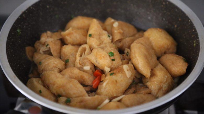 红烧油豆腐,翻拌均匀即可