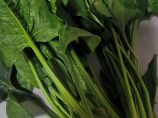 菠菜汁,紅糖核桃包。,菠菜洗干凈