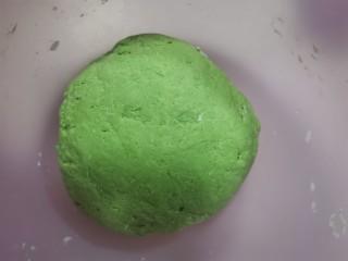 菠菜汁,紅糖核桃包。,和成面團,蓋上蓋子發酵