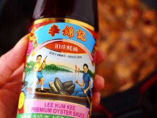 蠔油雙椒雞丁,這個時候再加剩下的1勺李錦記舊莊蠔油增加口感。