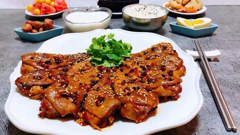 干锅鸭头,每天都要为自己做一道自己喜好的美味佳肴来犒劳辛苦的自己哦
