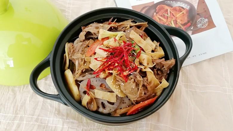 干锅鸭头,下饭又好吃。
