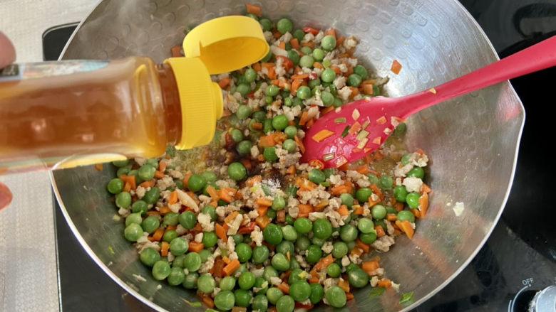 清炒甜豆➕肉末胡萝卜炒豌豆,半茶匙太太乐鸡汁,翻炒均匀