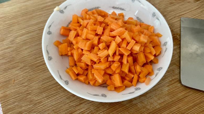 清炒甜豆➕肉末胡萝卜炒豌豆,切成小粒