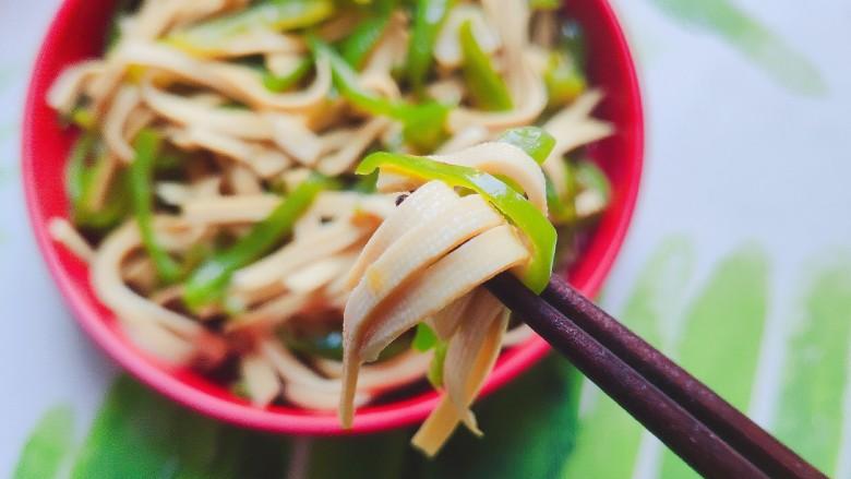 青椒炒千张~清爽好吃有营养,巨好吃