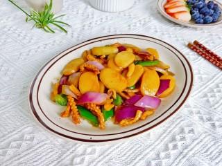 魷魚炒年糕,年糕嚼勁十足,洋蔥微微帶一點甜味。