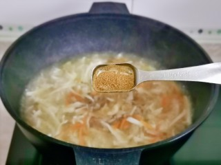 白玉菇豆腐湯,加入十三香。