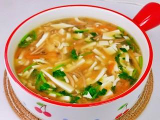 白玉菇豆腐湯,我家小朋友的最愛,食材豐富,好喝有營養。