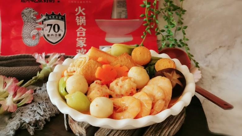 鲜味减脂火锅,煮好的食材盛入碗中,即食。