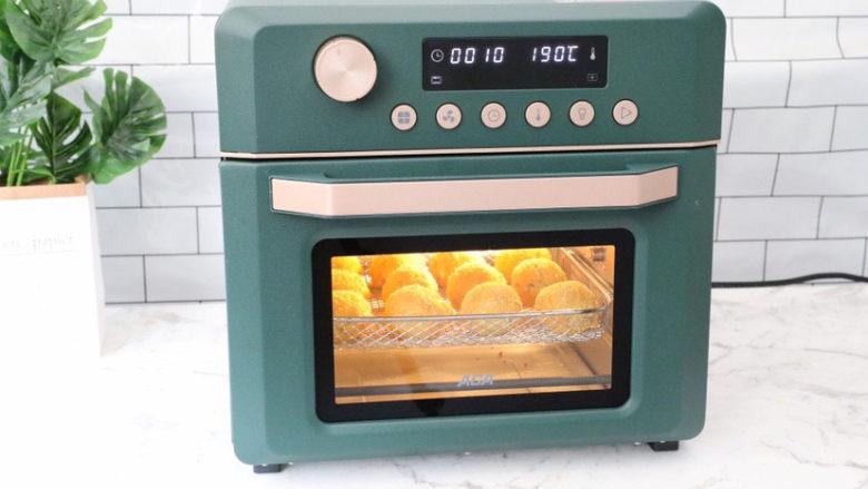 芝士土豆球,放入预热好的空气炸烤箱,空气炸程序190度烤8-10分钟左右即可