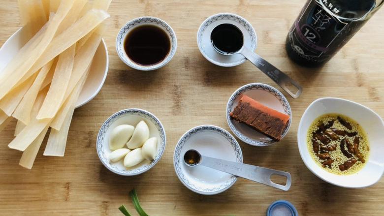 酸辣宽粉,先把需要的食材提前准备好。