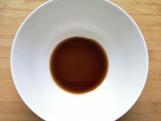 酸辣寬粉,碗里加入香醋。