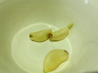 清炒萵筍葉,準備蒜瓣