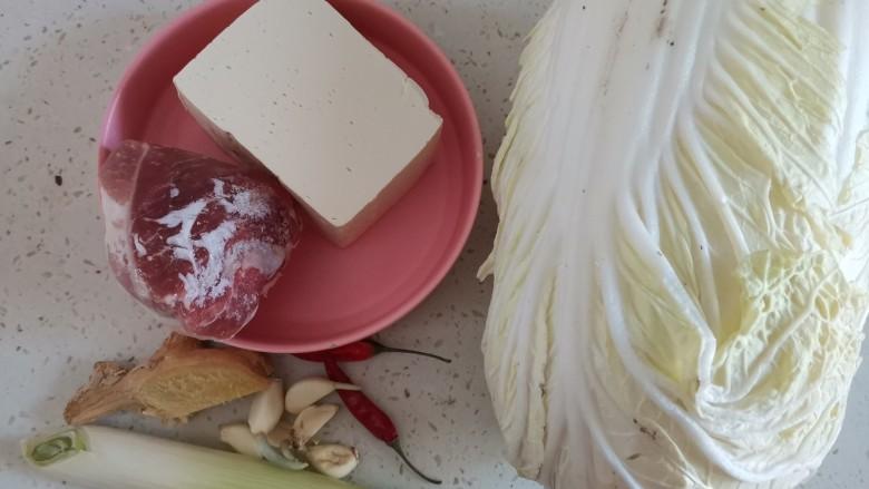 白菜炒豆腐,准备食材备用