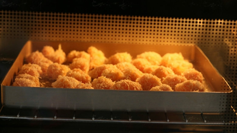 新奥尔良烤鸡米花,烤箱上下火180度中层烤18-20分钟