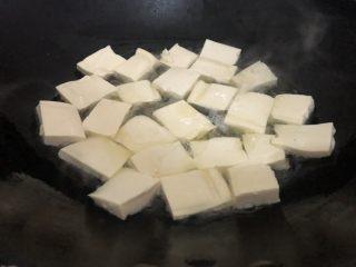 白菜炒豆腐,然后下豆腐煎一下