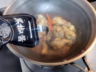啤酒鸡翅根,见汤汁收干,再加少许黑胡椒酱