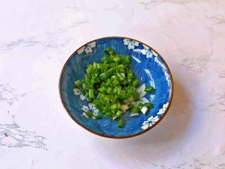茄汁鹌鹑蛋,葱切葱花