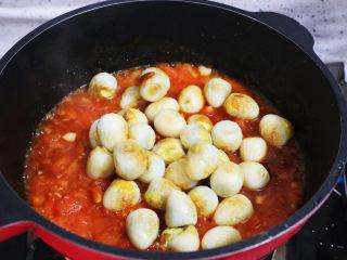 茄汁鹌鹑蛋,加入鹌鹑蛋