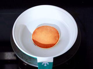 酸奶水果松饼,烙至两面金黄色即可,依次烙完所有的松饼。