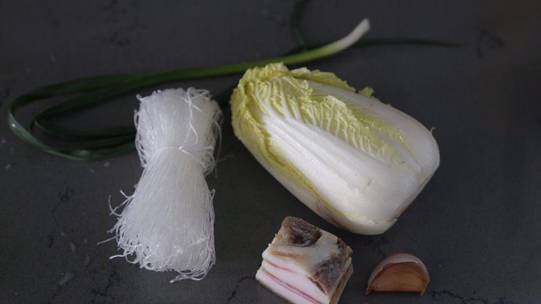 白菜粉丝汤,材料准备好