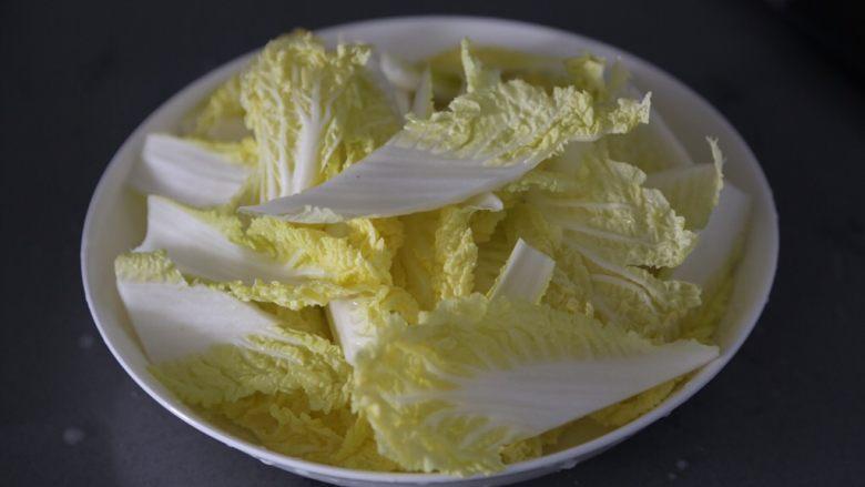 白菜粉丝汤,然后捞出沥干切成小块