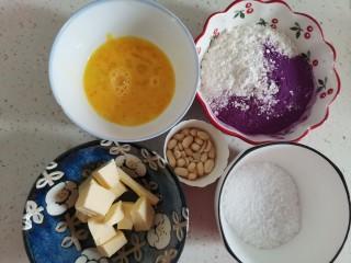 紫薯花生饼干🍪,称好食材备用,图片里没有牛奶和白砂糖,因为牛奶和白砂糖我是后面临时加的