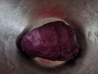 紫薯花生饼干🍪,稍微翻拌成面团