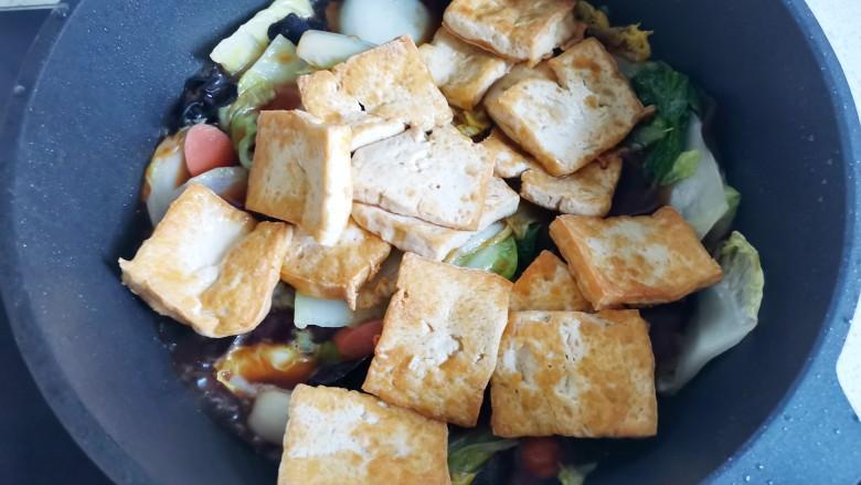 白菜炒豆腐,加入豆腐,