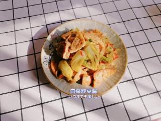 白菜炒豆腐,起锅装盘