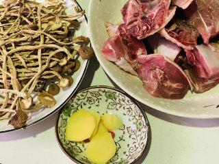 茶树菇炖鸡汤,准备所有食材