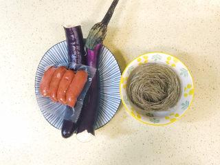 茄子粉丝煲,准备好食材