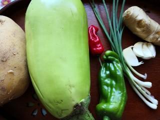 茄子炖土豆,准备食材