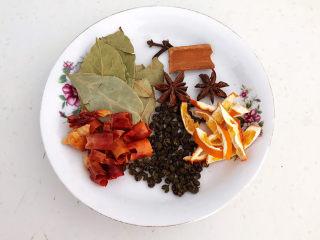 红烧土豆排骨,准备干调:香叶,桂皮,八角,桂皮,干红辣椒段