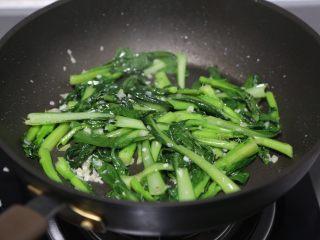 蒜蓉小白菜,接着就可以关火出锅