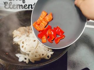 莲藕炒肉片,红椒