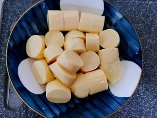 虾仁日本豆腐,豆腐切小节