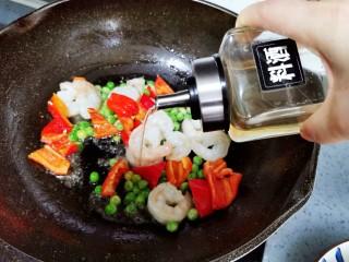虾仁日本豆腐,加入料酒