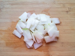 冬瓜海带汤,切成片。