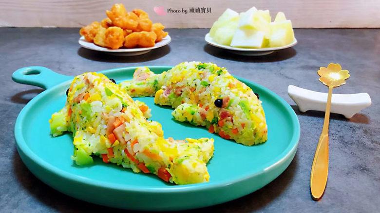 午餐肉饭团,搭配炸虾仁和水果一起吃太棒了👏